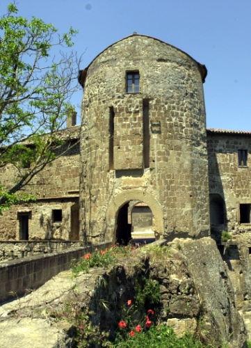 Lingresso-alla-Forteza-Orsini-Sorano